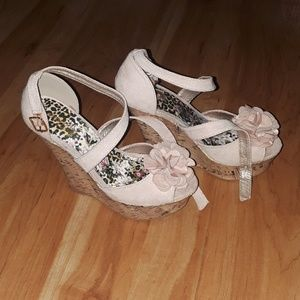 Shoes - Sweet, romantic wedge shoes
